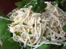 Salierų šaknų salotos svorio netekimui