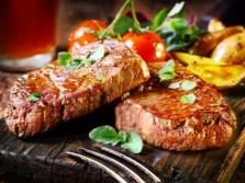Danie mięsne z masłem migdałowym ma bardzo wyrafinowany smak.