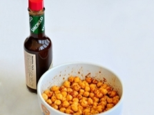Würzige Nüsse mit Tabasco Pfeffersoße