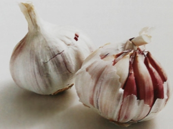 Roter Knoblauch