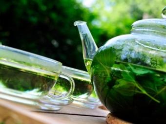 Τσάι και αφέψημα με μέντα και μελιτα