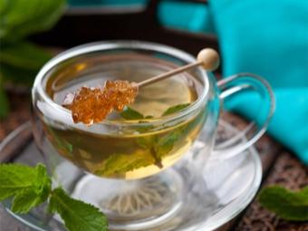 Mėtų arbata su medumi