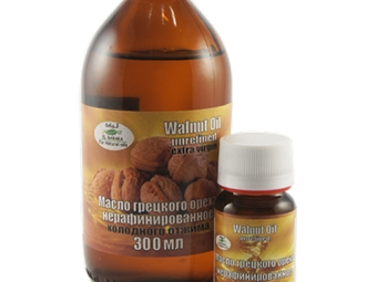 Minyak walnut dijual dalam pelbagai bekas