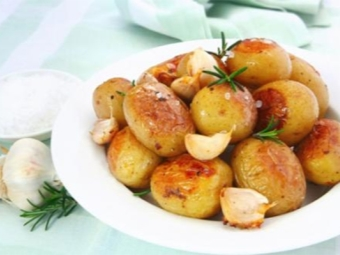 Patatas nuevas con romero.