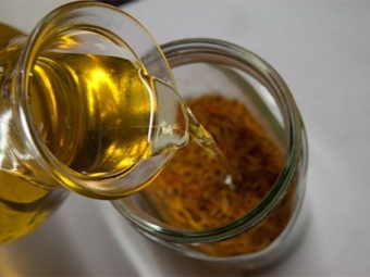 Масло от невен, получено чрез накисване