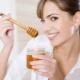Mel para a noite: os benefícios e danos