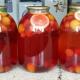 Bagaimana memasak kompote buah untuk musim sejuk?
