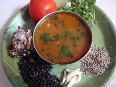 Sopa de legumes com pimenta preta