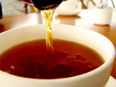 Schwarzer Tee mit Kümmel
