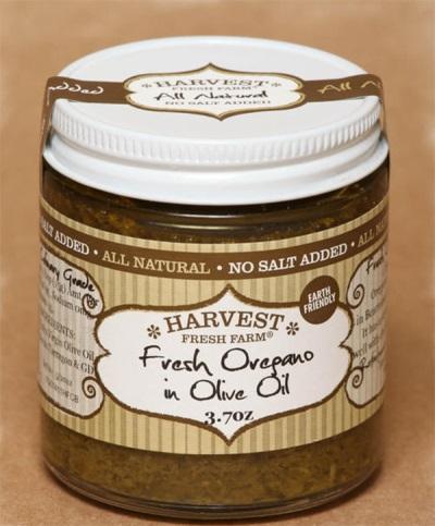 Frischer Oregano mit Olivenöl