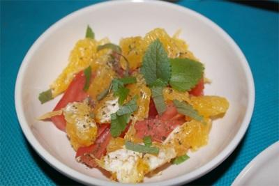 Salāti ar apelsīnu un melissa
