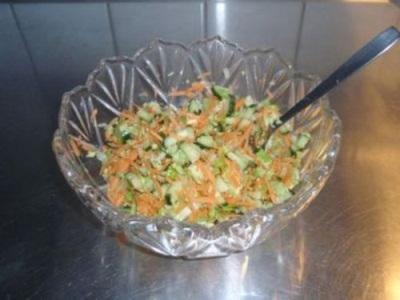 Salotos su salierais, morkomis, agurkais ir kiaušiniais