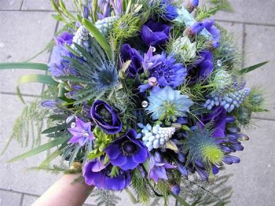 Bouquet dengan eryngium alpine