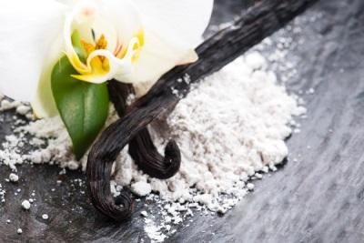 Bau vanila semulajadi dan tiruan