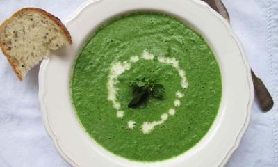 Suppe mit gewöhnlicher Frau