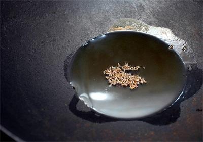 Zira en una sartén con mantequilla