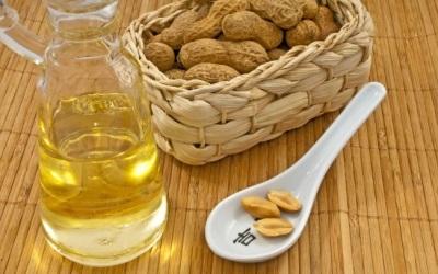 O óleo de amendoim é bom para o corpo e ajuda a eliminar alguns problemas fisiológicos.