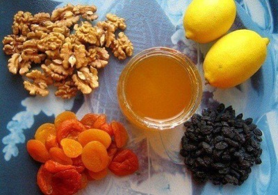 Mistura de mel e nozes com frutas secas
