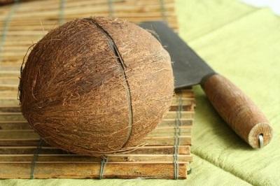 Kokos pęknięty na pół