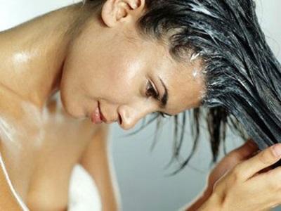 Óleo de goma de cedro para cabelos