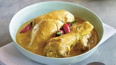 Kaki Ayam dengan Kari dan Susu Kelapa