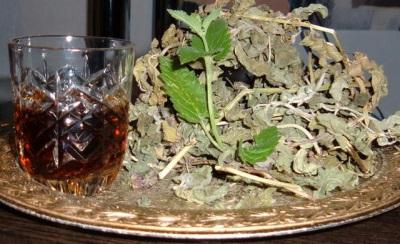 Mieszanka ziół z liśćmi czarnego orzecha włoskiego
