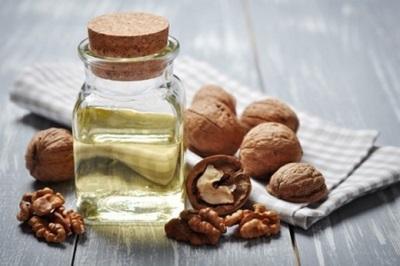Minyak walnut mempunyai beberapa ciri yang membezakannya daripada produk sejenis.