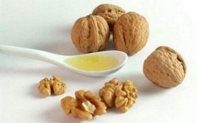 Minyak walnut dalam bentuk tulen digunakan dalam dos tertentu.