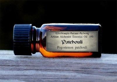 Berbahaya dan kontraindikasi minyak wormwood