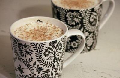 Baltas karštas šokoladas su muskato riešutais