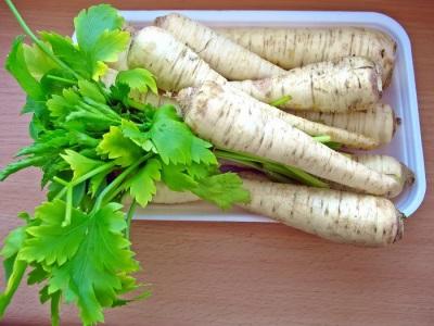 Raíz de perejil y verduras