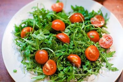 Hasznos tulajdonságai a sült saláta kitûnõnek
