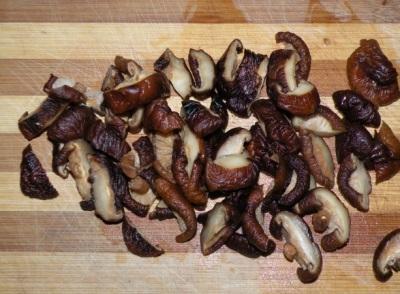 Šitakės grybai labai vertinami dėl turtingos cheminės sudėties.