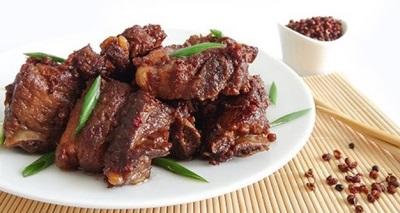 Costelinha de porco com pimenta szechuan