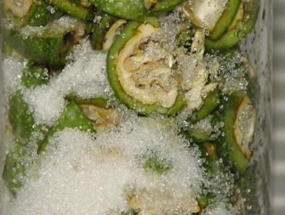 Cozinhar suco de nozes verdes