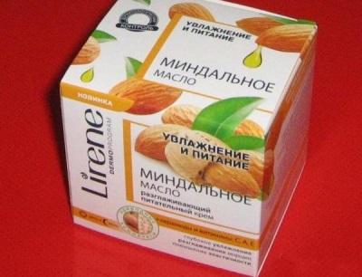 Wiele kosmetyków nasyconych jest olejem migdałowym.