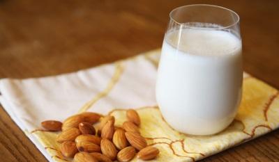 Mandľové mlieko sa používa na lekárske účely na liečbu určitých chorôb.