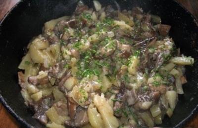 Пържен гъсеник с картофи