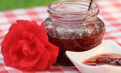 Mawar kelopak mawar dengan madu